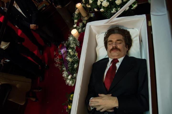 Amigos, seres queridos y seguidores se reúnen para darle un multitudinario adiós a Luis Carlos Galán. Reviva la conmovedora escena.