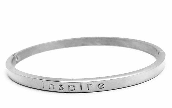 Schitterende zilveren en rosé gold quote armbanden voorzien van tekst Inspire. Deze armbanden combineren uitstekend met de andere armbanden. Gemaakt van mooi zwaar metaal, stainless steel.