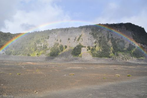 Volcanoes National Park (Big Island, Hawaii): flying on a rainbow's wings / volare sulle ali di un arcobaleno