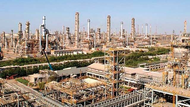 Low crude prices lift Reliance Industries as Q4 net hits record high