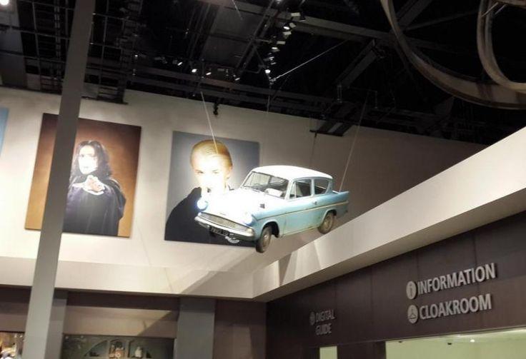 Летающая машина на которой Рон Уизли и его братья Фред и Джорж спасали Гарри Поттера от его родственников(Flying car on which Ron Weasley and his brothers Fred and George rescued Harry Potter