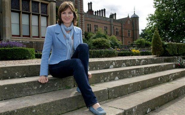 Fiona Bruce. BBC presenter. Love her style.
