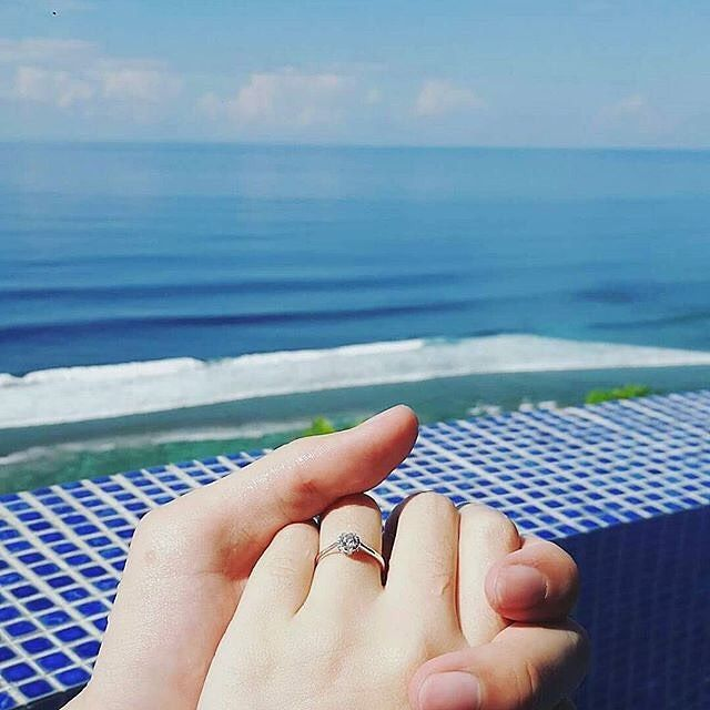 Sharing the first day as a married couple, with the ocean as witness.   Congratulations to @carrotiebiscuit   #ExperienceKarma #KarmaSpa #KarmaResorts #KarmaKandara #Ungasan #Bali #Indonesia #WonderfulIndonesia #Zen #Spa #Perfection #Paradise #Engaged #Love #Beautiful #Amazing #Summer #Sunset #Sea #Instagood #Follow #PhotoOfTheDay #PicOfTheDay #instaLike #igers