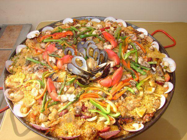 Paella de verduras y mariscio