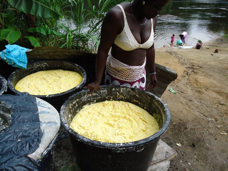 Na het raspen van de cassave moet er ook afgewassen worden
