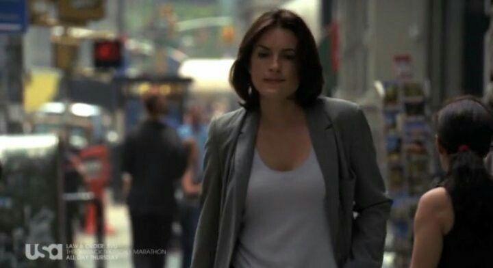 Mariska Hargitay Olivia Benson Law Order Svu Season 1 Law And Order Special Victims Unit Special Victims Unit Law And Order Svu