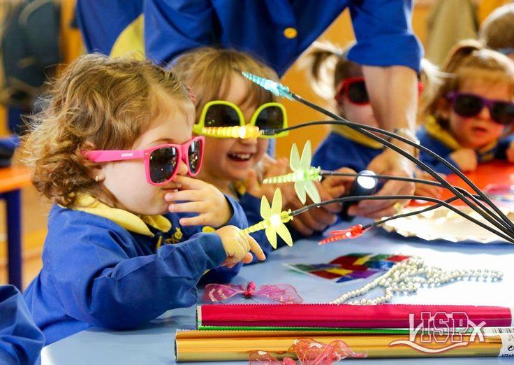 P1 #BabygardenISP observa y manipula objetos brillantes #InteligenciasMúltiplesISP #EstimulaciónTempranaISP. Info: https://www.facebook.com/colegioelpeixet/