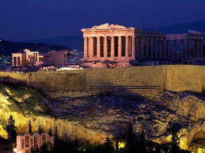 Atina'ya gelipte Akropolis tapınağını görmeden dönmek olmaz. Atina ve hatta Yunanistan ile özdeşleşen Akropolis'in geçmişini mutlaka öğrenmelisiniz!