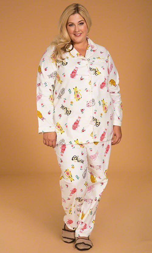 Women's Plus Size 2 Piece Flannel Cat Pajamas Ivory with Multi Colored Cats #MakingItBig #PajamaSets