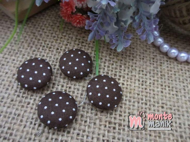 http://www.montemanik.com/product/kancing-bungkus-polka-kecil-coklat-tua-2-cm-kbs-03/ Kancing Bungkus Polka Kecil Coklat Tua 2 cm Diameter 2 cm Material Katun Jepang Warna coklat tua Harga / 12 biji kancing bungkus  Aplikasi kancing, jual bahan craft, kancing, kancing bungkus, manik-manik, montemanik -  - #AplikasiKancing, #JualBahanCraft, #Kancing, #KancingBungkus, #ManikManik, #Montemanik -