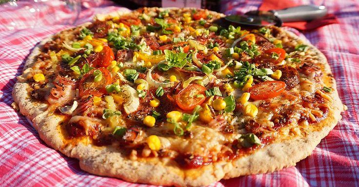 Rychlá křehká pizza z těsta se zakysanou smetanou