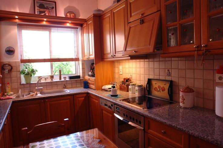 a closer look... my kitchen!