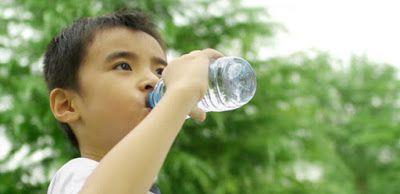 Kadar Minum Air Mineral Untuk Anak Sesuai Usianya .. Ini Jawaban Ahli