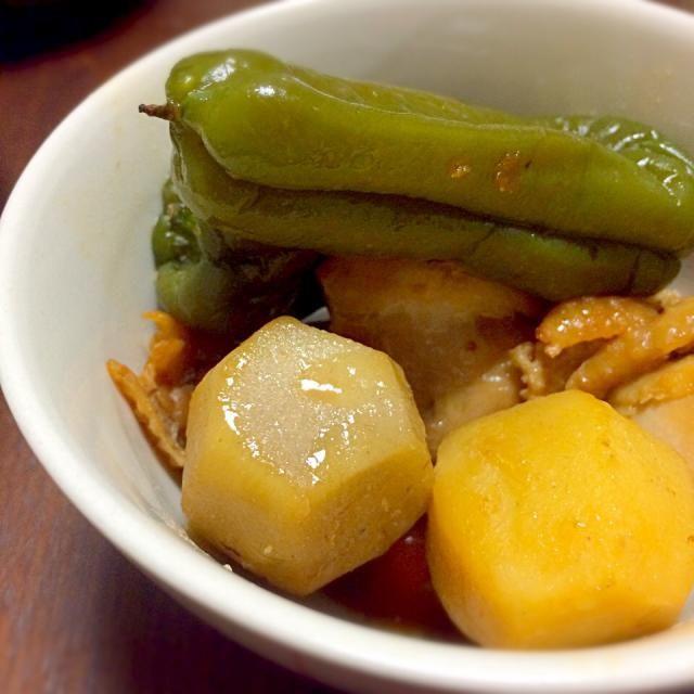 丸ごとピーマン  ピーマン嫌いも食べられると聞いてましたが、食べたのは初めて  種も苦味も気にならず、美味しく食べられました(*^_^*) - 12件のもぐもぐ - 鶏肉、里芋、丸ごとピーマンの煮物 by tomo3271