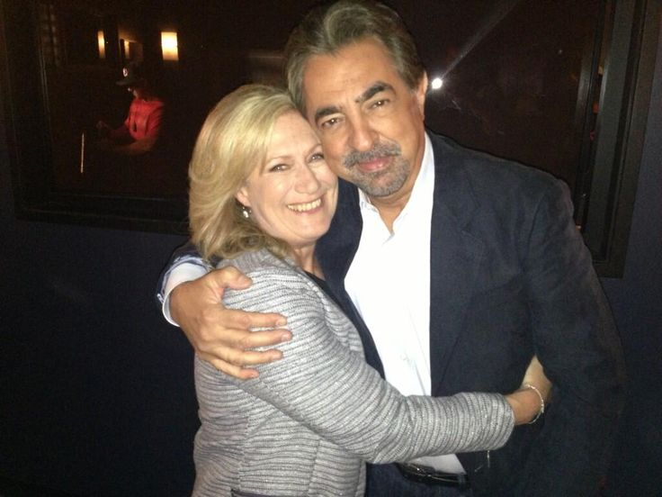 Picture-perfect! Jayne Atkinson and Joe Mantegna. Jayne (Chief Erin Strauss) is a TREMENDOUS actress and bought a lot to the show!