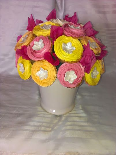 Cupcake bouquet  whatch at https://www.facebook.com/pages/Mycake/518427724909847