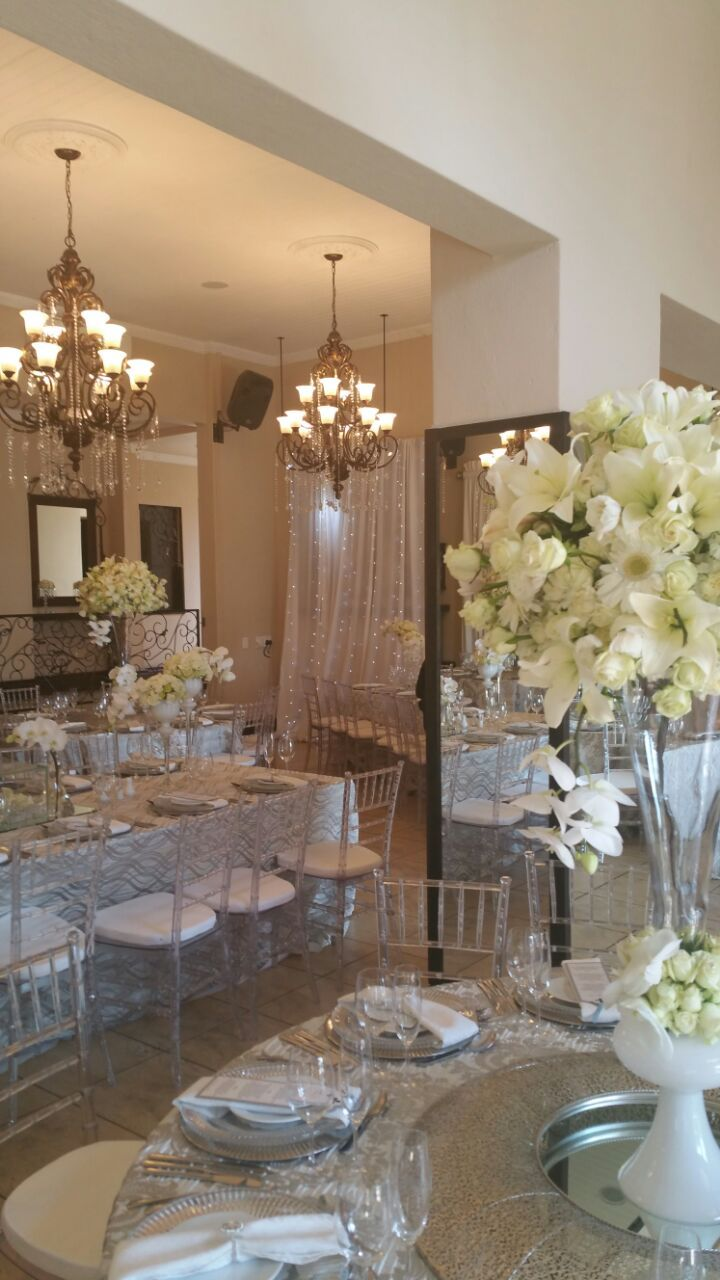 Tiffany chairs crystal glass mirrors flowers for decor