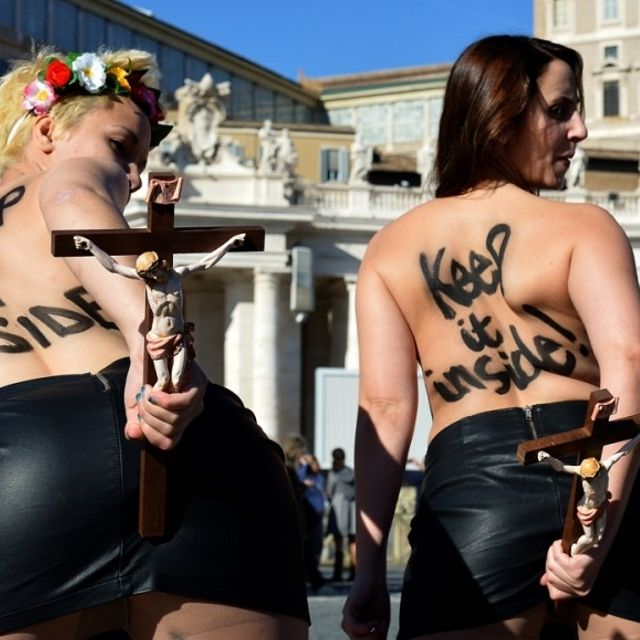 #Femen blasfeme in Vaticano contro il Papa