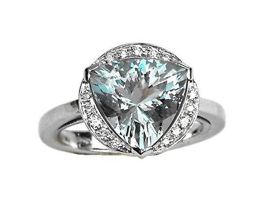 Anello acquamarina triangolare da 3,8 Ct e diamanti 0,23 Ct. oro bianco 18 kt.