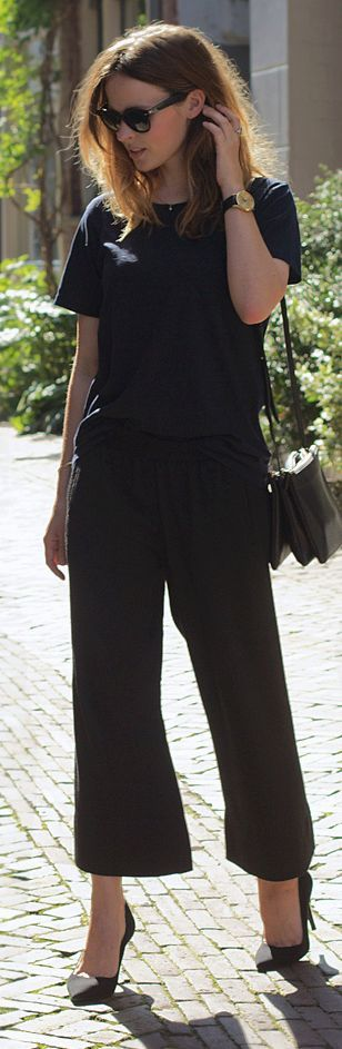 fabric and styling inspiration for the Lisette cropped trousers, B6183. This top is the same silhouette as the pattern included in the envelope. And of course I love the all-black palette, being a New Yorker.