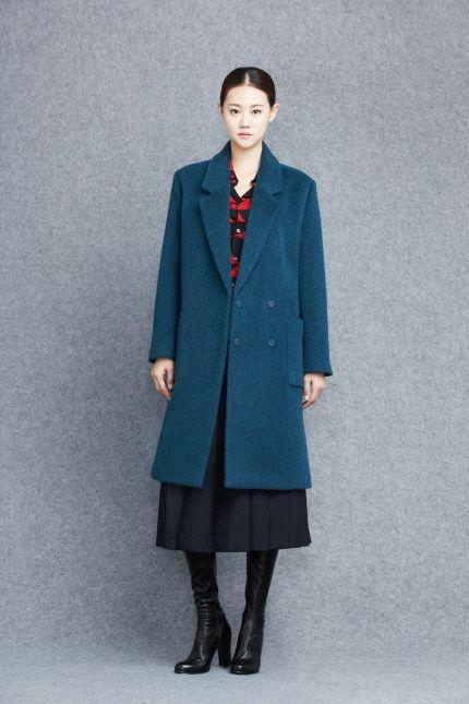 Coat 91054-11028  499.000 / Blouse 91054-21924  219.000 / Skirt 91054-32925  259.000 / Shoes 91054-71931  299.000