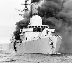 Perú - Historia; HMS Sheffield de la Armada Inglesa cuando fue alcanzado por un…