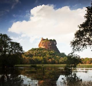 Udsigt til Løveklippen fra afstand, Sri Lanka