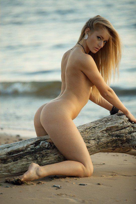 hot-girla-at-nude-beach