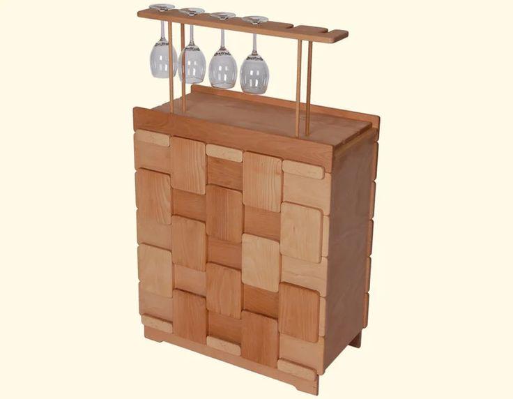 Dřevná domácí vinotéka na 25 lahví, vhodná pro dlouhodobé uskladnění vína. Lahve jsou v naší domácí vinotéce uloženy vodorovně, díky