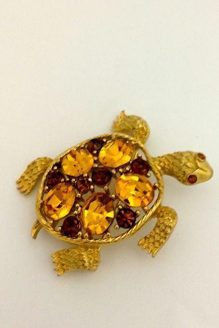 Vintage TURTLE TORTOISE Goldtone Brooch Topaz Color Rhinestones signed LISNER | eBay