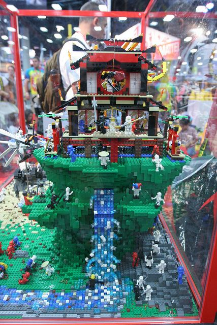 LEGO Ninjago Display  - LEGO Booth at Comic Con - 6 | Flickr - Photo Sharing!