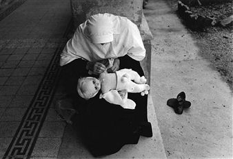 Eva Rubinstein, Sr. Sefania and Doll, Sabbioneta,1973