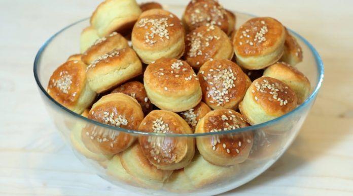 Chutné a nadýchané koláčiky pripravené zo smotanového cesta bez kysnutia za pár minút!