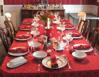Holiday Recipes and Menus for Christmas, Thanksgiving, Hanukkah, and New Year's Eve: Christmas Dinner Table