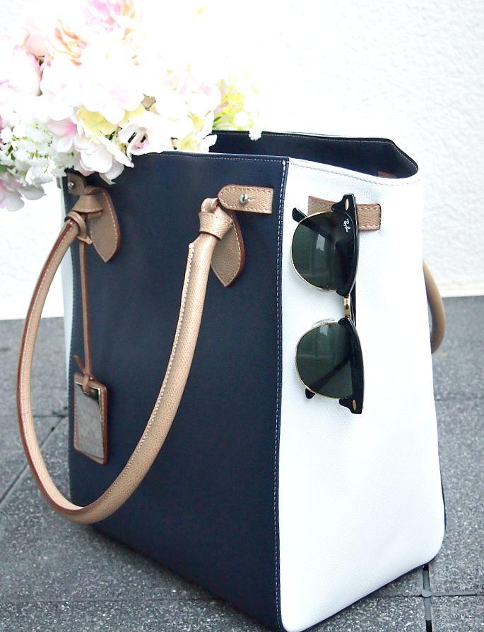 Handtasche in blau-weiss