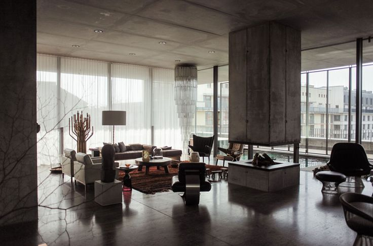 Der Kunstsammler Christian #Boros ließ in #Berlin-Mitte einen alten Reichsbahnbunker von 1941 zur zeitgenössischen Galerie umgestalten. Aufs Dach setzte ihm der Architekt Jens #Casper ein Penthouse im Stil von Mies van der Rohes Barcelona-Pavillon.