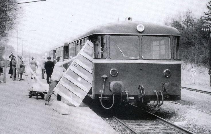 Anmeldelse af bogen »Die Bahnstrecke Hamburg-Lübeck«.