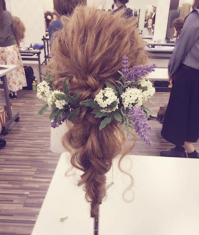 石井オーナー講習Style♡ * * #アレンジ#ヘアアレンジ#ブライダルヘア#結婚式#arrange#hairarrange#アレンジスタイル#ヘアセット#ヘアアクセサリー#アレンジ講習#編みおろし#haru流アレンジ