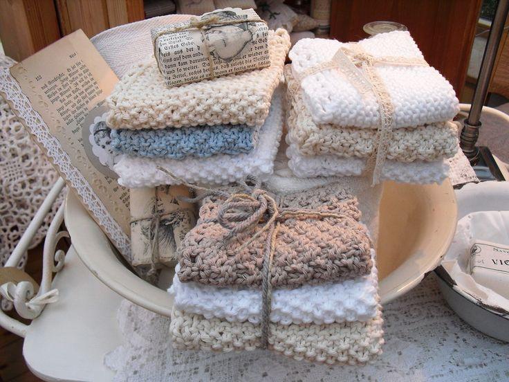 Schöne Waschlappen gestrickt aus dickem Baumwollgarn. Angenehm und weich, super geeignet für Gesichts-Wellness. Sie sehen auch so dekorativ aus im Bad für die Freunde des shabby-vintage...