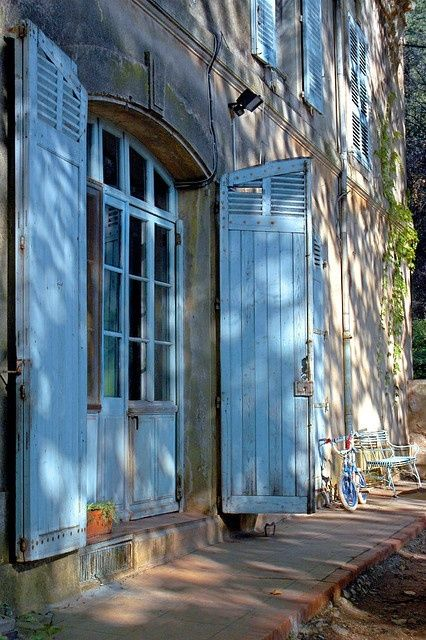 The French Tangerine: ~ french blue: Blue Shutters, Country Houses, Entry Doors, Blue Doors, French Country, French Blue, Side Doors, Provence France, French Shutters