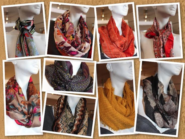 Hermosos pañuelos de distintos colores, formas y diseños. Solo en PuraGracia, Pueblo del Ingles local 23, Vitacura. Santiago