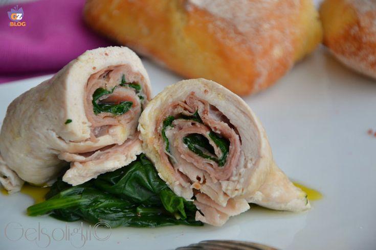 Rolatine di pollo al vapore con prosciutto crudo e spinaci, un piatto light ma saporito.