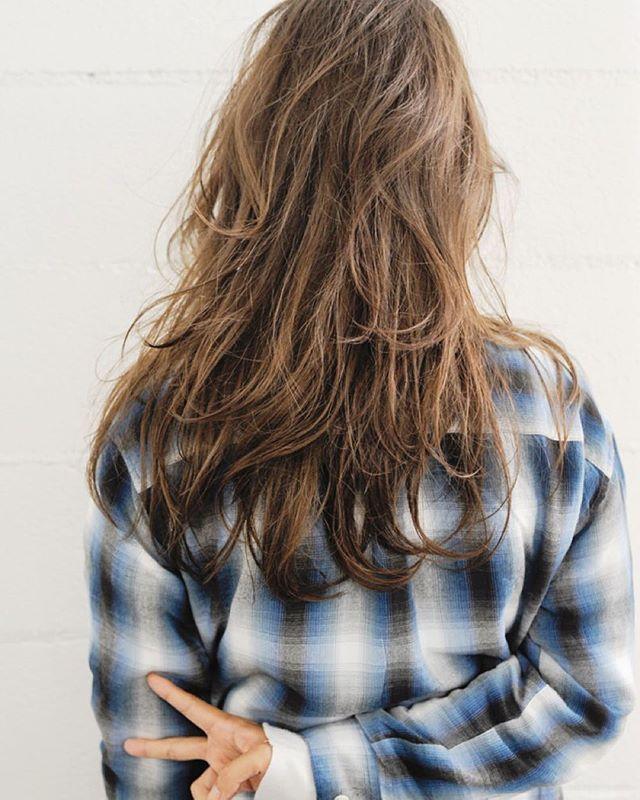 よねこニューヘア✌️ 前髪つくってレイヤーいれてモテ色だぜ 髪のびたね〜ありがとん #カット #ヘアカラー #抜け感  #アッシュ #グレー #ウルフ  #ムラムラカラー #グラデーションカラー #hosoiyutaka