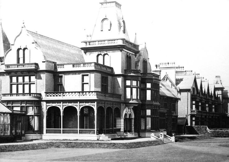 Staincliffe House built 1869  The property was built by a merchant Thomas Walker who established a sawmill on Mainsforth Terrace.  Initially it was known as 'Staincliffe House'.  On the death of Thomas Walker in 1900 the house was sold.  In 1921 William Cresswell Gray, the younger son of Sir William Gray acquired Staincliffe House to be used as a convalescent home for his workforce.  By 1929 the house had been bought to be used as a hotel.