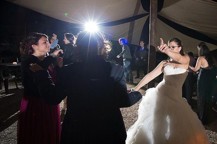 Danze scatenate per la sposa! | Let the bride dance! | @ Casale di Martignano