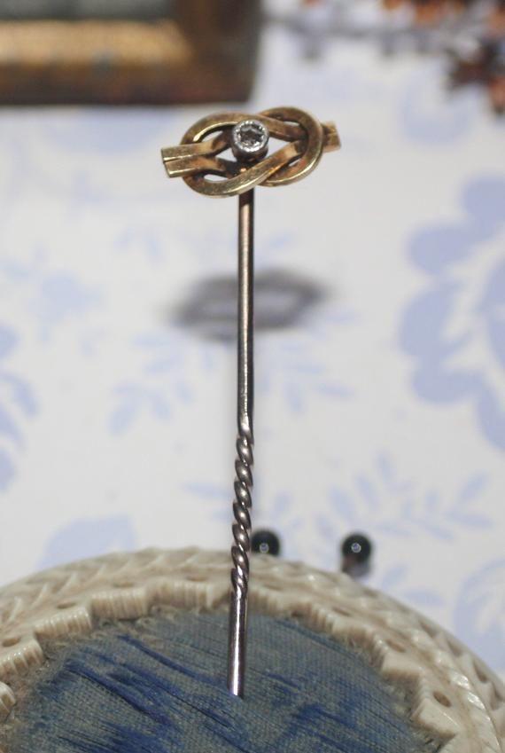 Baton Cravat Lapel Pin Beautiful Victorian 15 Carat Gold And Diamond Infinity Noeud Epingles A Chapeau Epinglette Noeud