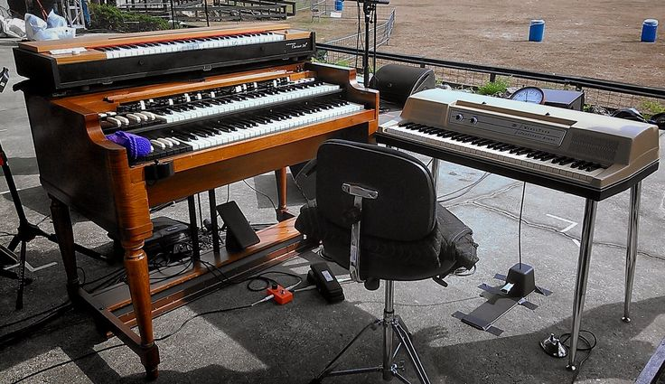 Keyboard Triumvirate Hammond B3 Hohner d6