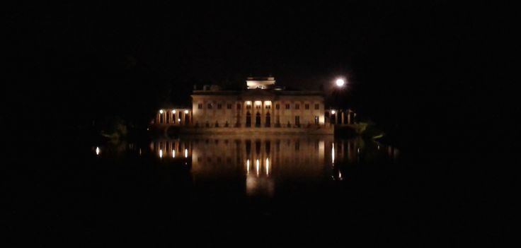 Pałac na Wodzie in night, Łazienki, Warsaw, Poland (foto Samsung Galaxy Grand Neo)