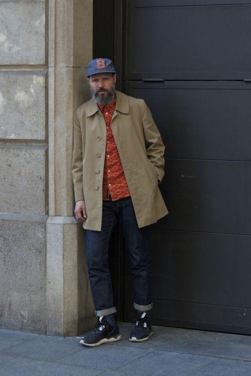 2015-04-02のファッションスナップ。着用アイテム・キーワードは40代~, キャップ, コート, シャツ, ステンカラーコート, スニーカー, デニム,アディダス(adidas)etc. 理想の着こなし・コーディネートがきっとここに。| No:98816