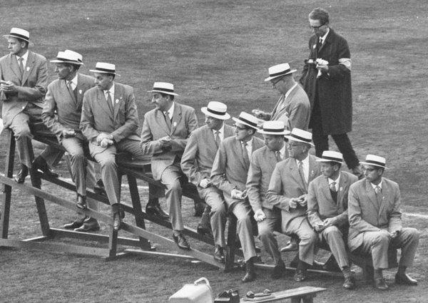 Tidtagning i friidrott innan elektroniken tog över! Foto Nils Örke när OS 1912 firar 50 år på Stadion 1962.